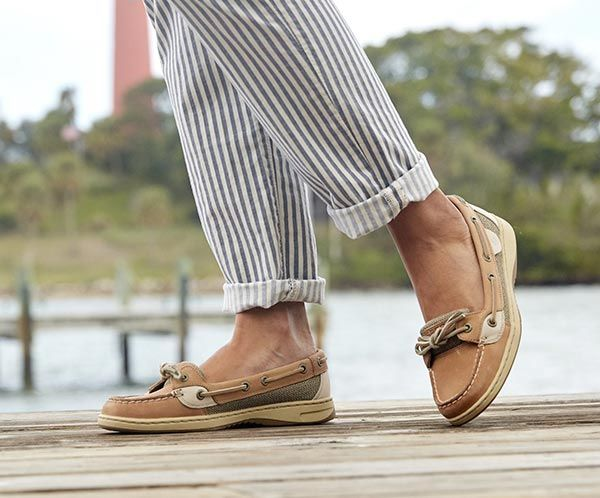Angelfish Shoes – decorhstyle.com in 2020 | Boat shoes outfit .