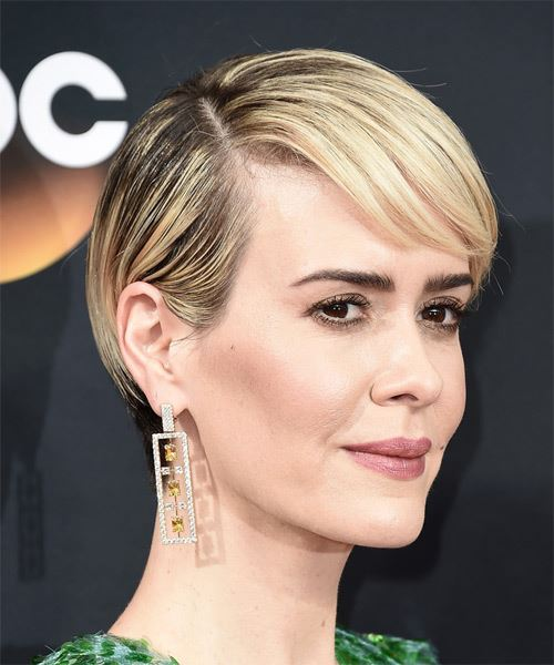 Sarah Paulson Short Straight Light Blonde Hairstyle with Side .