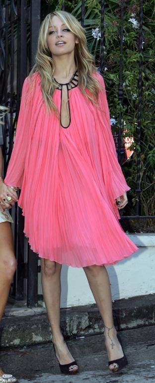 Who made Nicole Richie's pink dress and black shoes? | Pink dress .