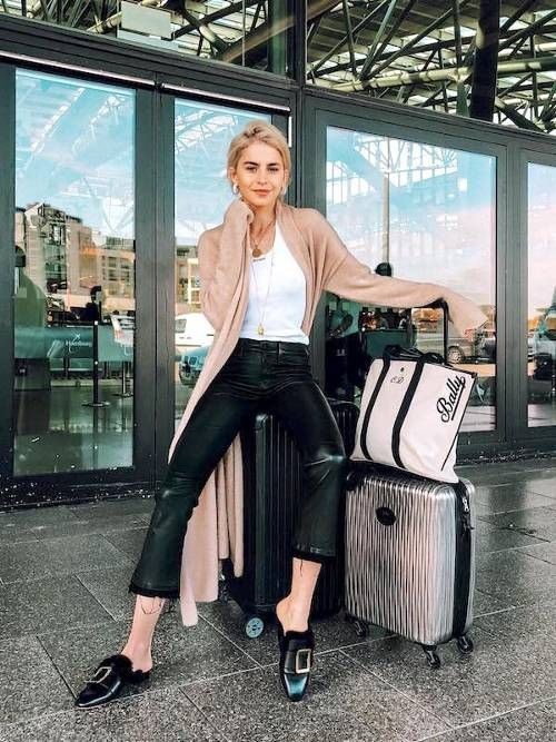 15 Perfect Outfits for Traveling During the Holidays   Cute travel .