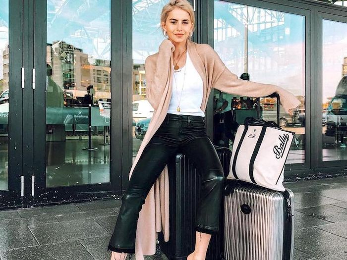 15 Comfortable (and Stylish) Outfits for Holiday Travel | Who What .
