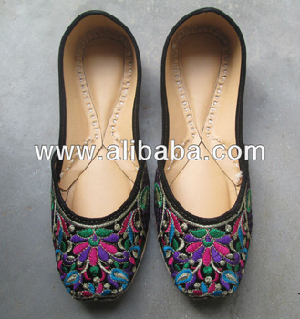 Traditional shoes for women