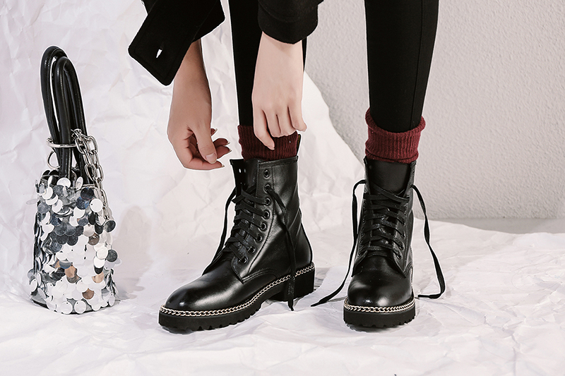 Best women boots for fall and winter to wear with your favorite jea