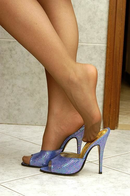 Pin on Wooden Mules / Clo