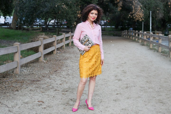 Mustard and Pink: A New and Eye-Catching Outfit Color Combinati